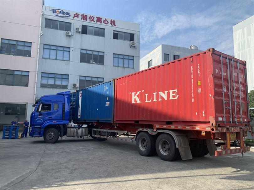 上海卢湘仪一批次TD4台式低速自动平衡离心机发往巴西